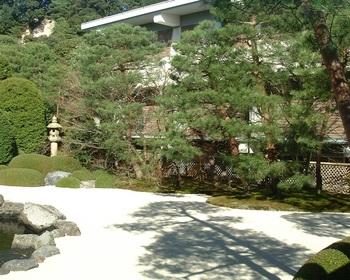 3歓迎の庭(2).JPG
